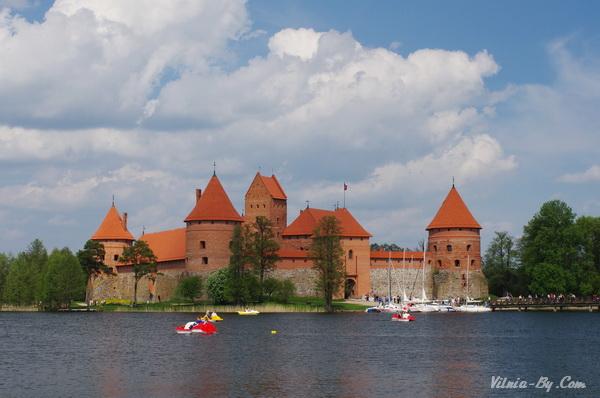 Островной замок летом...
