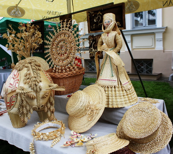 Для замежнікаў Беларусь традыцыйна атаясамліваецца з вырабамі з саломкі