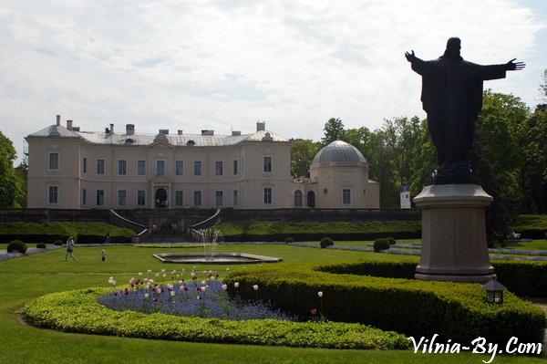 Дворец графа Тышкевича в парке Бируте в Паланге.