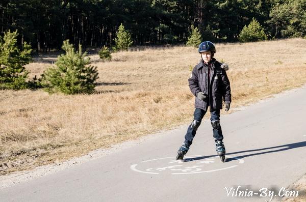 Паланга - подходящее место, чтобы научить ребенка кататься на роликах или велосипеде.