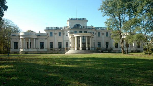 Дворец Траку Воке, вид со стороны парка. Фото www.trakuvokesdvarosodyba.lt