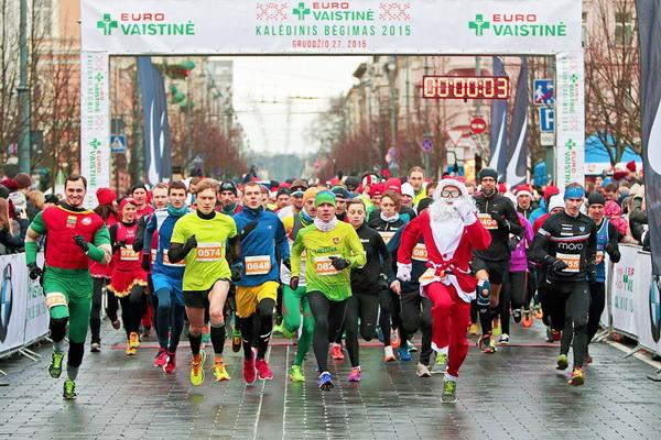 Рождественский забег в Вильнюсе в 2015 г. Фото Augustas Didžgalvis